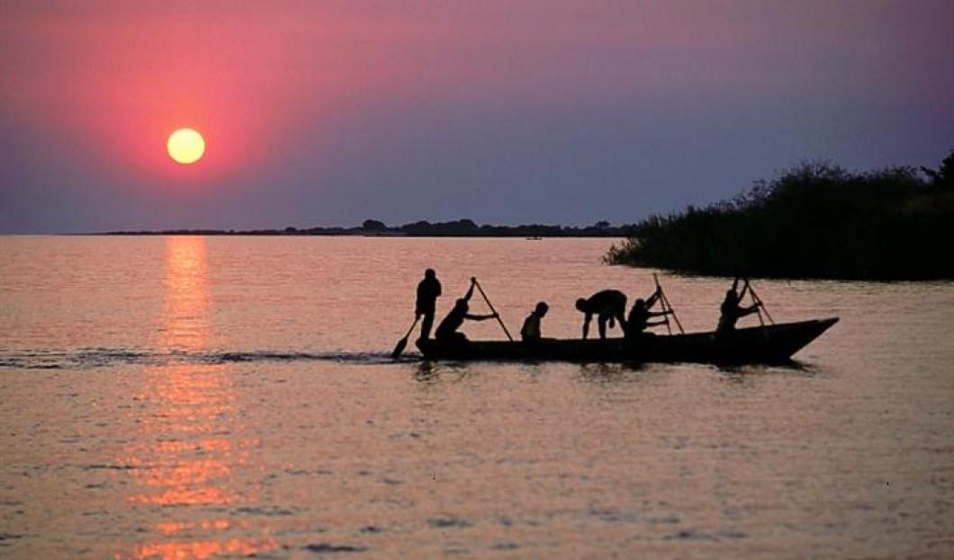 2/ Jezioro Tanganika, African Great Rift Valley