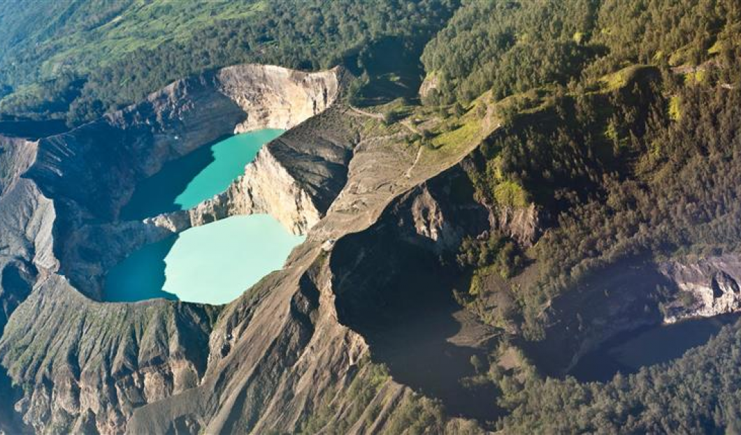 Flores, Indonezja – Wulkan Kelimutu
